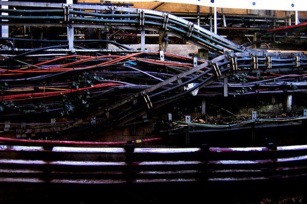2006-02-16 - United Kingdom - England - London - Underground - Earl's Court - Wires