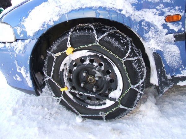 using snow chains when driving in snow